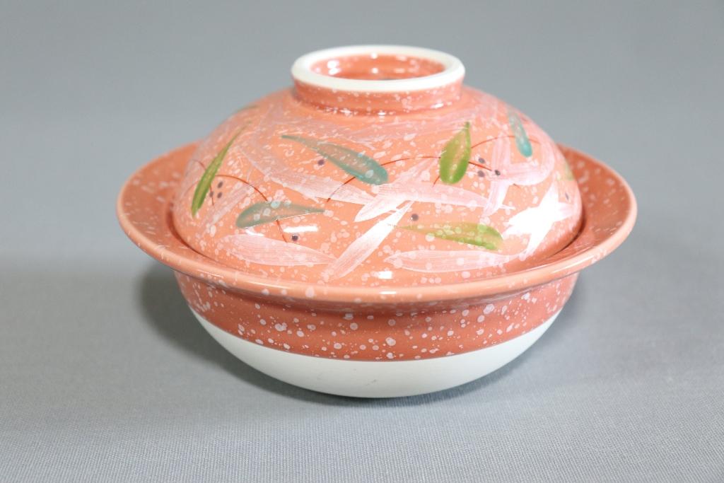 【有田焼】ピンク白吹3色芦絵渕付土鍋(強化磁器)