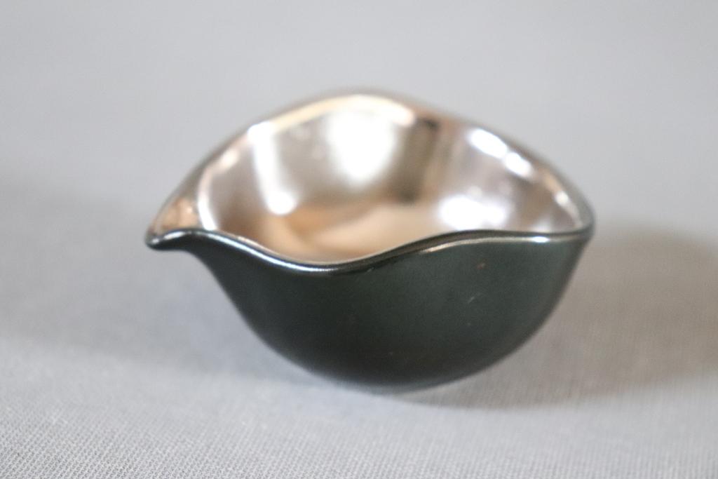 【有田焼】黒マット内プラチナ片口豆鉢