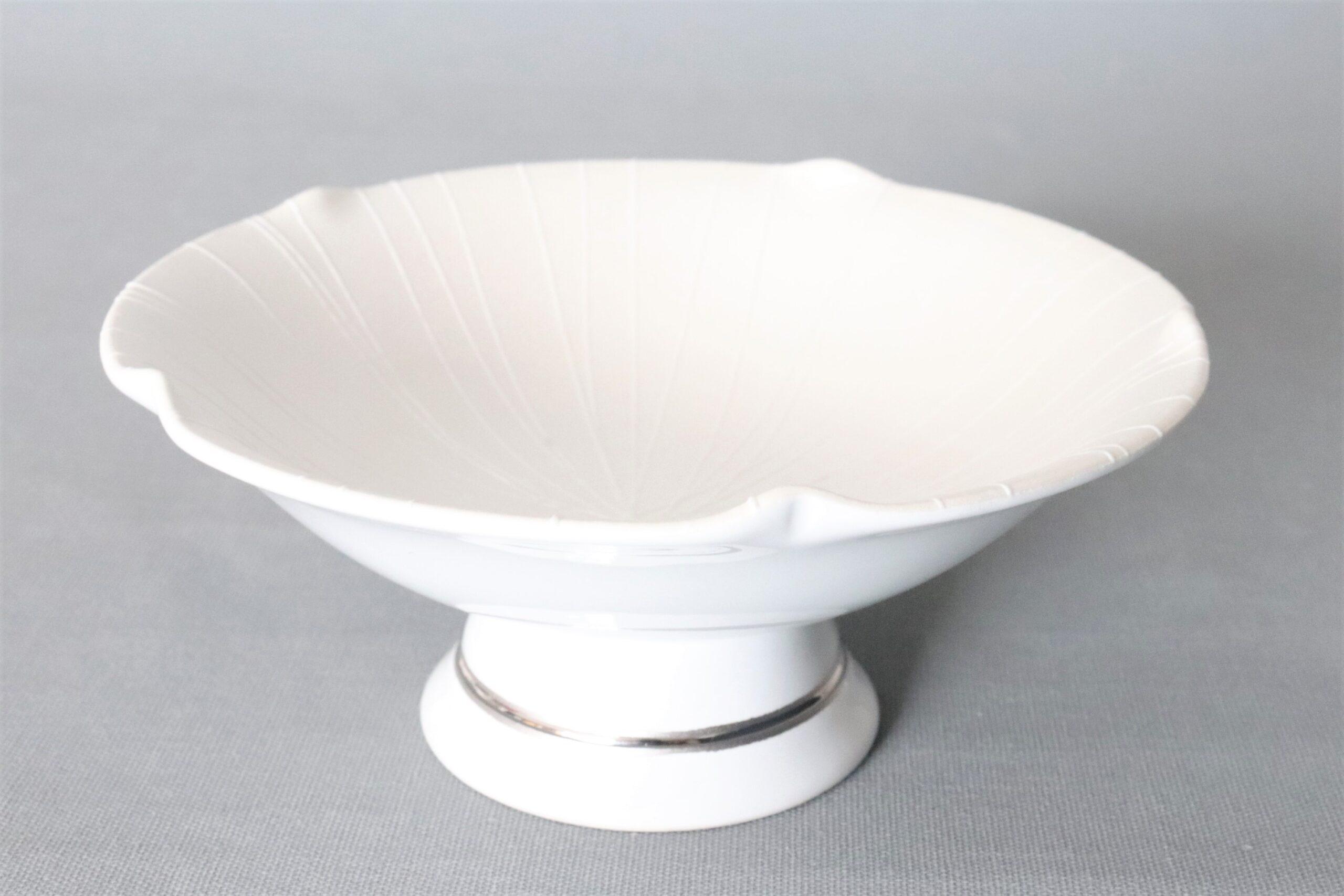 【有田焼強化磁器】白磁大輪一珍雲母銀彩五方なぶり高台小丼